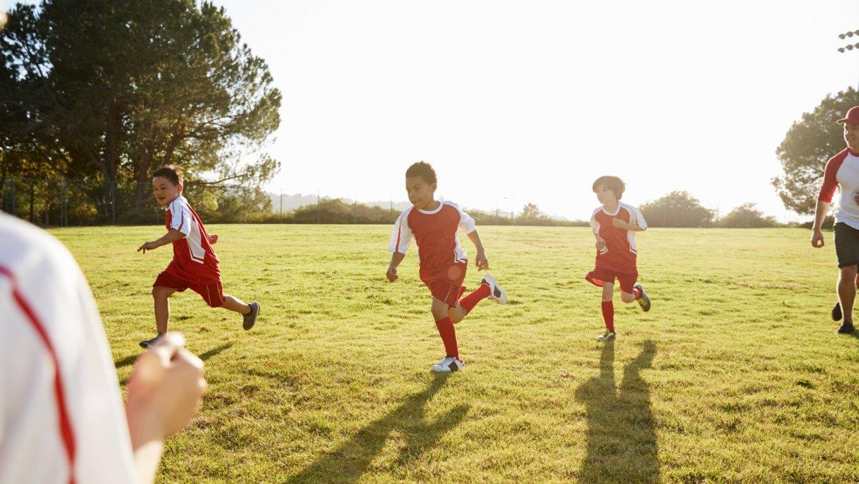 Juego al aire libre para evitar el sedentarismo infantil