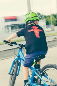 Educación vial - jugar bicicleta