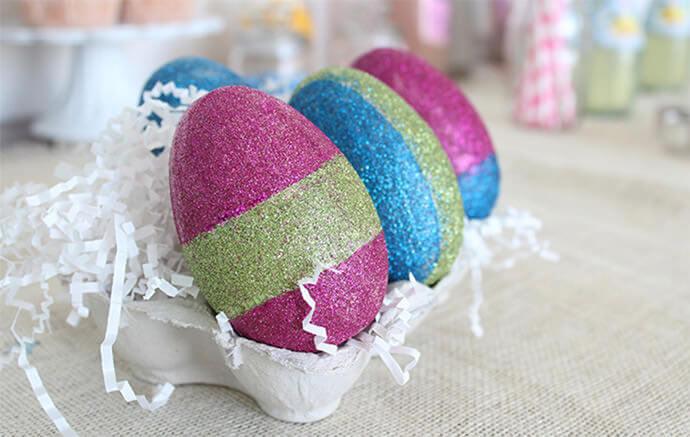 Huevos de Pascua con purpurina