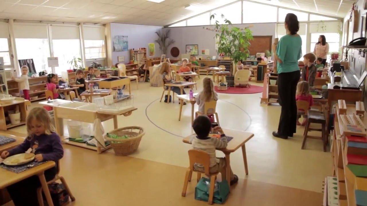Aula Montessori con niños